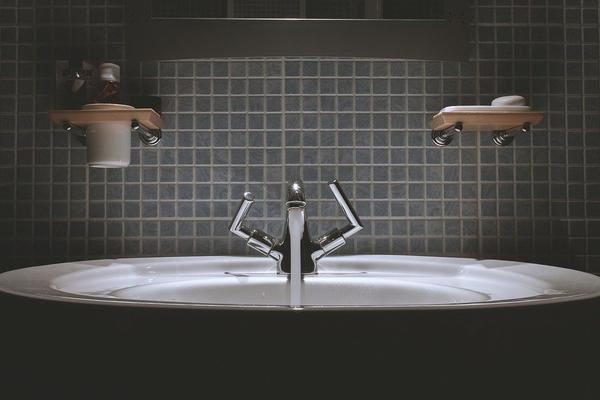 płytki łazienkowe czarno białe