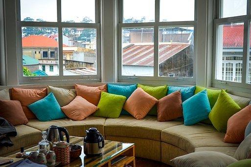 musztardowe poduszki dekoracyjne